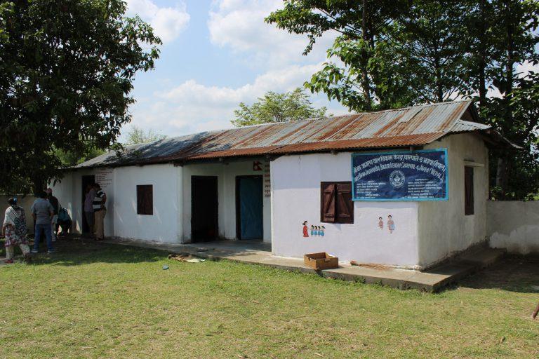 Das renovierte Kindergartengebäude mit Strom, Wasser und neuem Dach