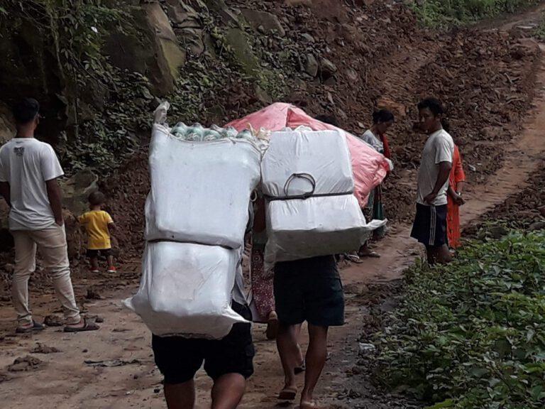 wurde mit Hilfe der Dorfbewohner